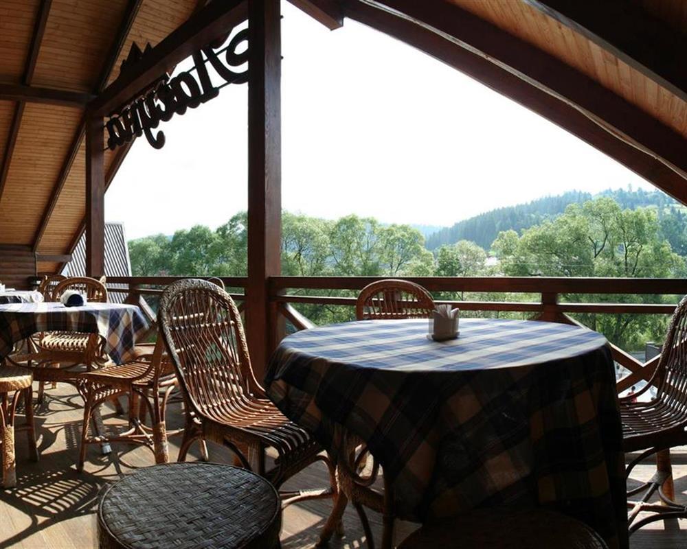 Ресторан с видом на лес отель Лагуна