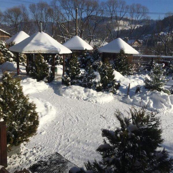 Заворожуючий зимовий ранок в готелі Лагуна