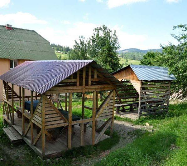 Альтанка для відпочинку в міні - готелі Аура Карпат