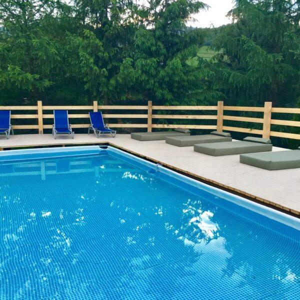 Теплий басейн в готелі Рандеву