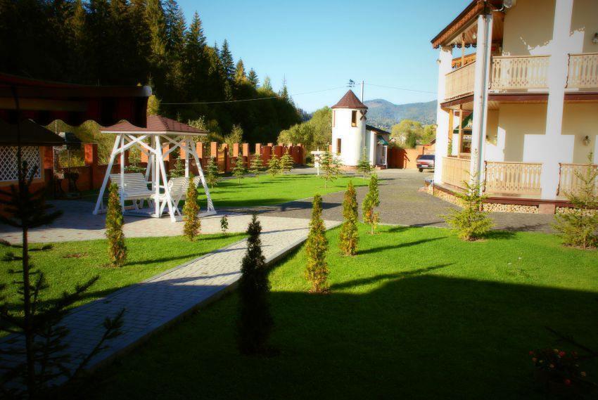 Гойдалка в готелі Золота Підкова