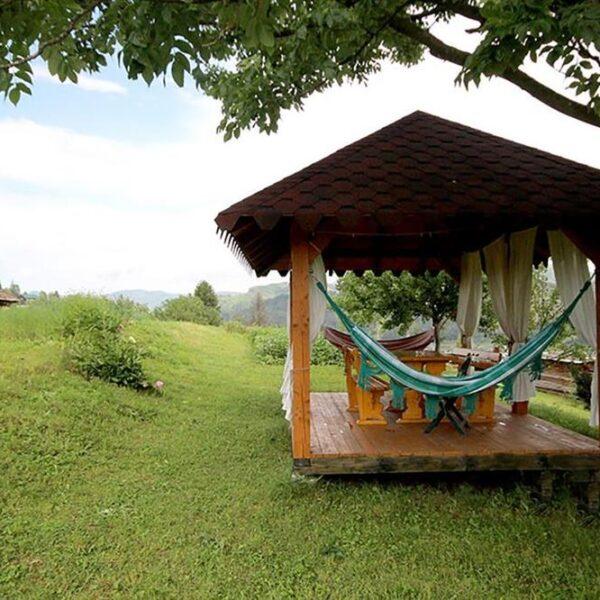 Альтанка для хорошого відпочинку в садибі «Гірський світанок»