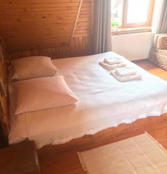 Білосніжне ліжко в садибі «Гірський світанок»