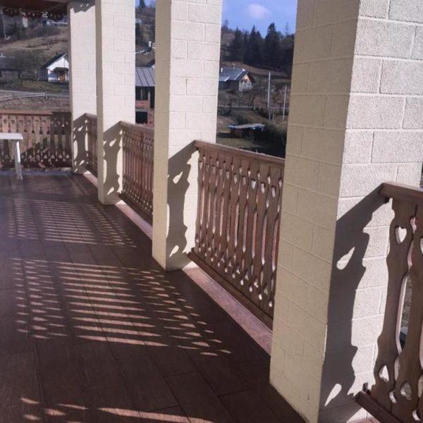 Вихід на терасу в готелі Золота Підкова Славське
