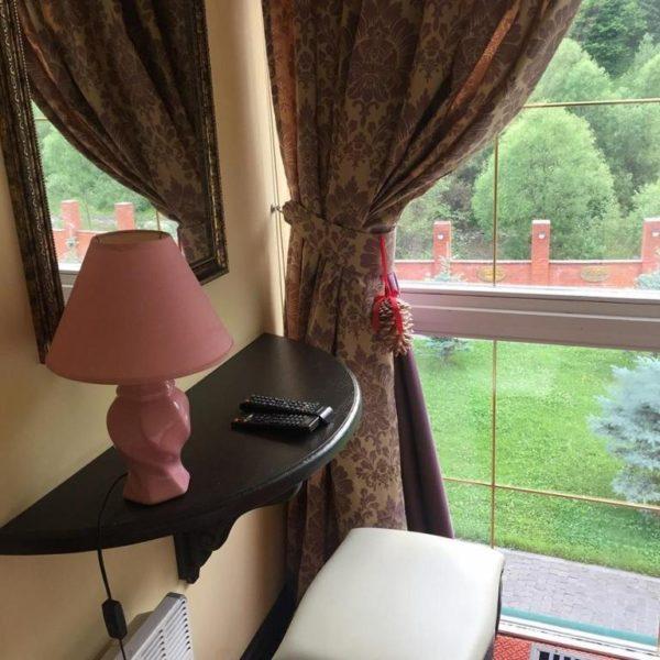 Робоче місце в номері готелю Золота ПІдкова