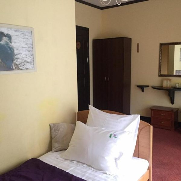 Удобная кровать в отеле Золотая Подкова Славское