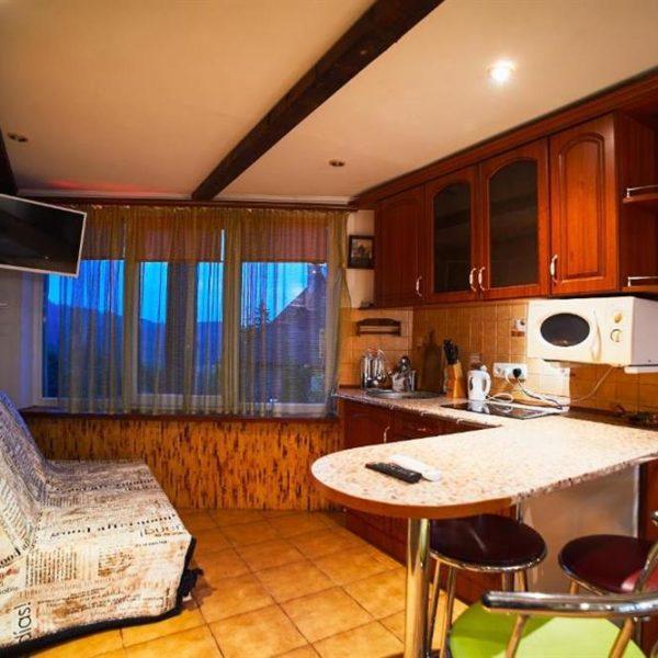 Кухня в 12 місяців котедж Травень Червень