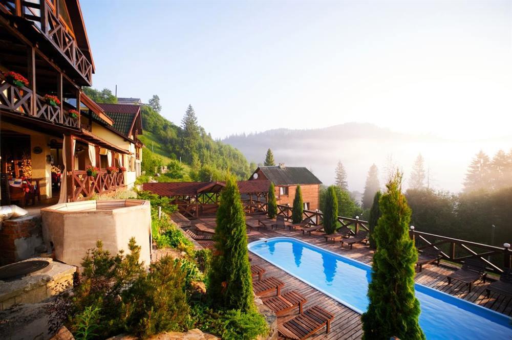 Вигляд з вікна готель Славське