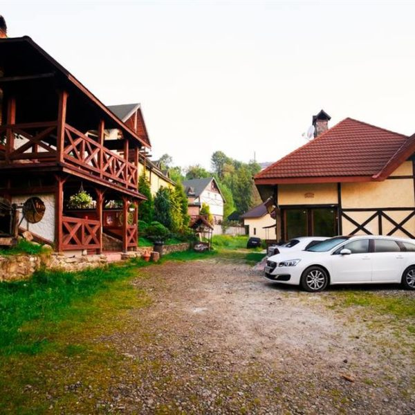 територія готелю 12 місяців Славське