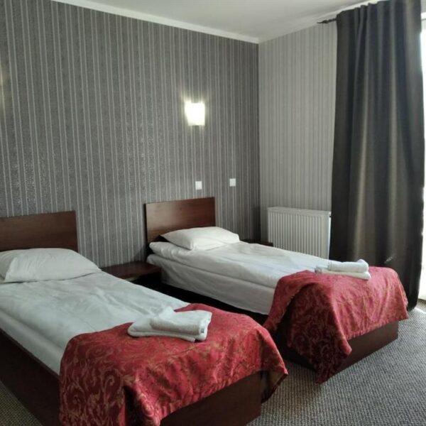 Односпальні ліжка в готелі Терем