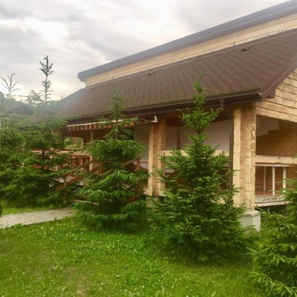 Зелена територія готелю Золота Підкова