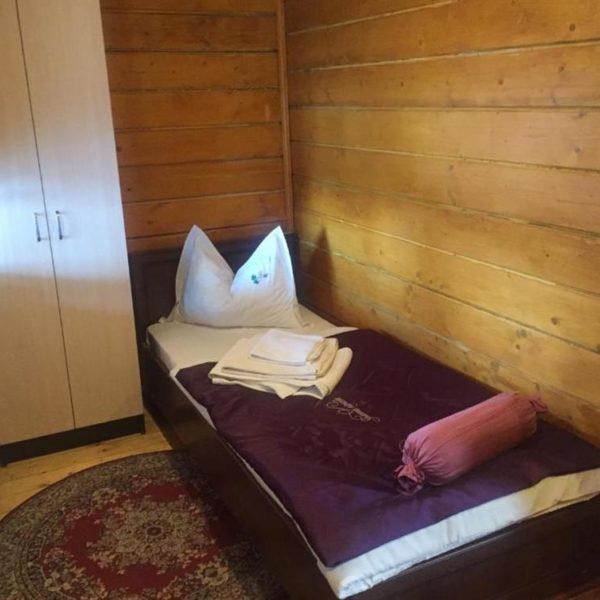 Односпальне ліжко в готелі Золота Підкова
