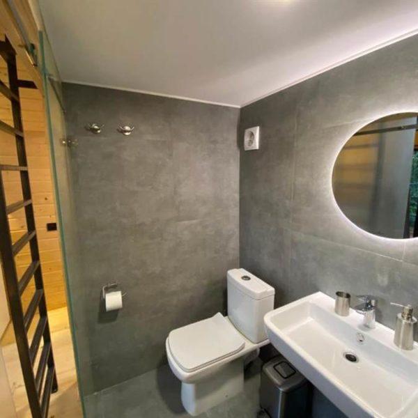 ванна кімната в котеджі вілла Альпійка