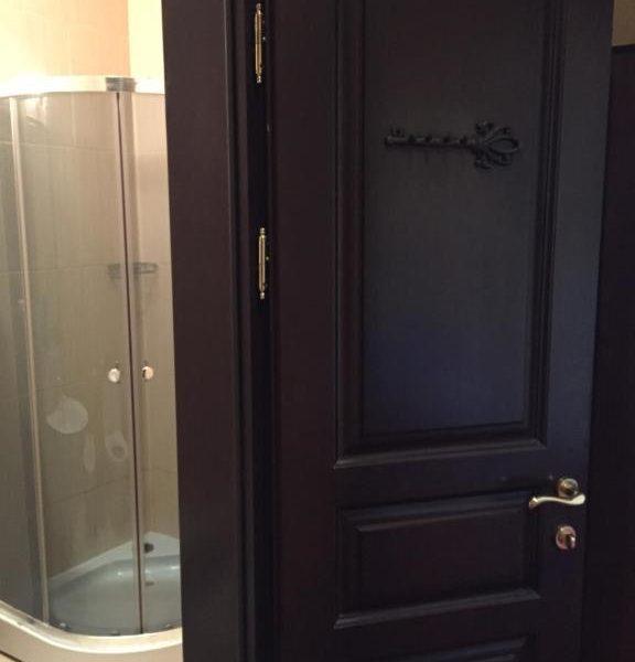 Вхід в санвузол в номері готелю Золота Підкова
