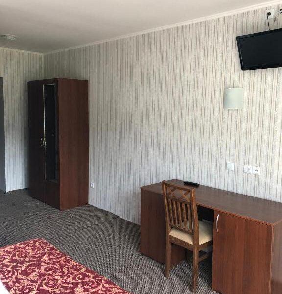 Большой шкаф для вашей одежды в номере отеля Терем