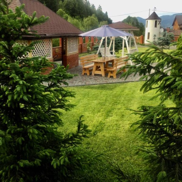Вид на сад отель Золотая Подкова