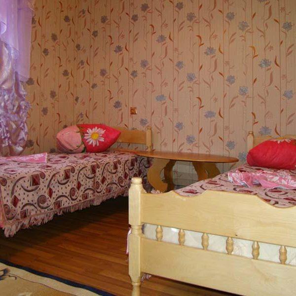 Односпальні ліжка в готелі Аура Карпат