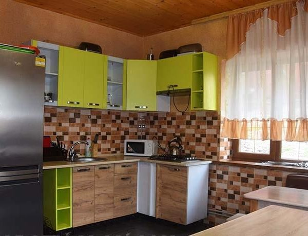 Кухонне місце в готелі Аура Карпат