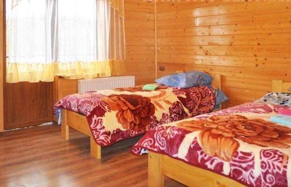 Односпальная кровать в отеле Аура Карпат Славское