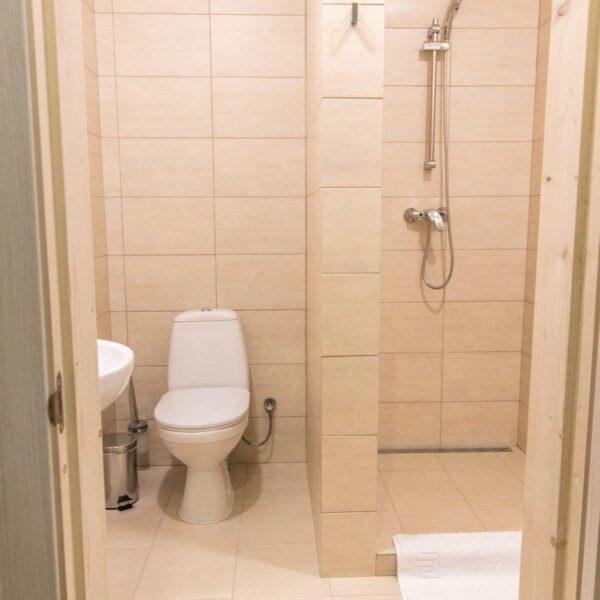 Светлая ванная комната в отеле Рандеву