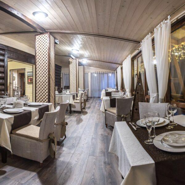 Уютный ресторан в отеле Рандеву
