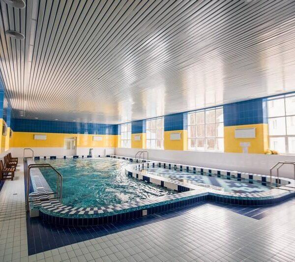 Большой бассейн в санатории Пролисок