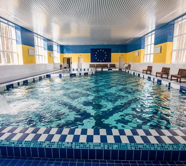 Теплый бассейн в санатории Пролисок