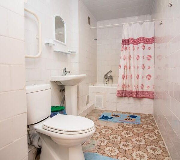 Ванная комната в номере санатория Пролисок