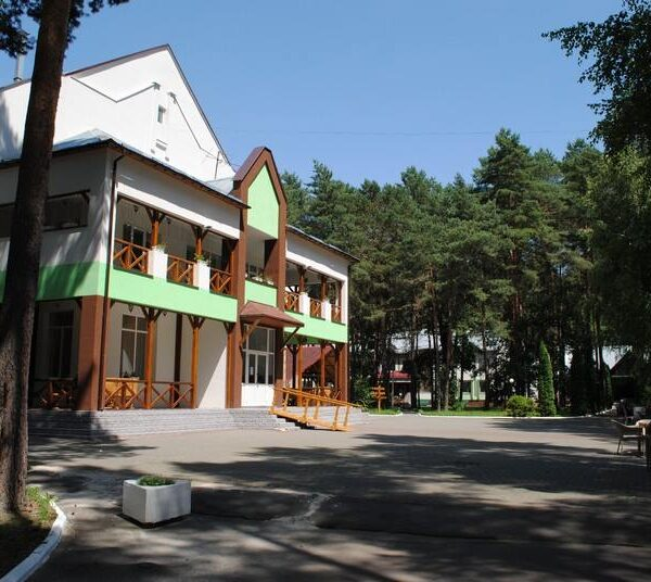 Красивая территория санатория Пролисок