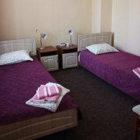 Односпальні ліжка в санаторії Шкло