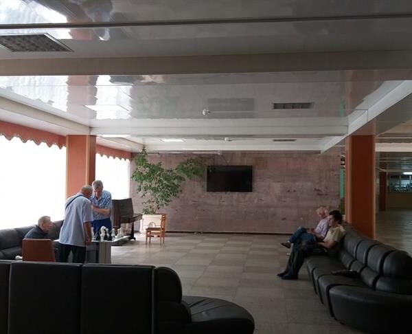 Хол в санаторії Жовтень