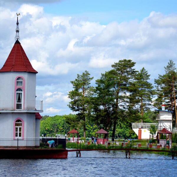Озеро в санаторіїї Червона Калина