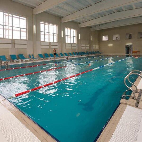 Великий басейн в спа центрі санаторій Лаяр Палас