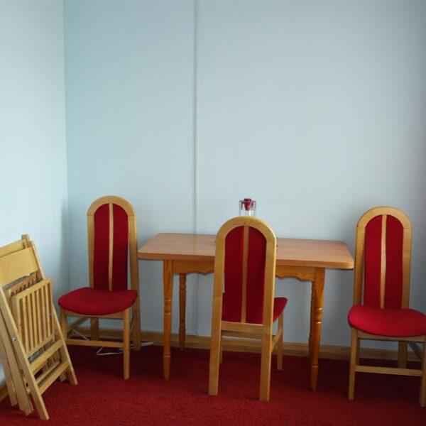 Стіл зі стільцями санаторій Червона Калина