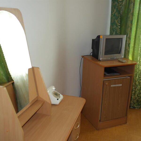 Мебель в номері санаторій Червона Калина
